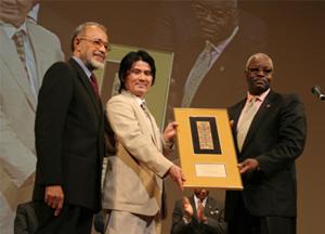 国連NGOマーティン・ルーサー・キング・Jr.財団より、ワールドハーモニー賞を受賞